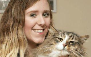 Kayıp Kedi, 14 Ay Boyunca Bir Evcil Hayvan Gıda Fabrikasında Yaşadıktan Sonra Orijinal Boyutunun İki Katı Bulundu